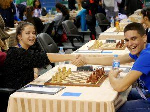Nestorovic Katarina (SRB) shakes hands with her teammate